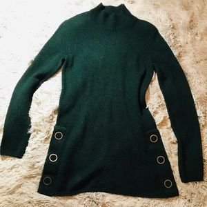 ♥️{Max Studio}NWOT!!DK Green Side Button Sweater♥️